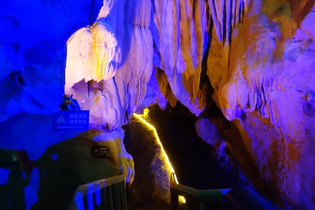溶洞钟乳石亮化,洞穴设计,溶洞亮化设计,岩洞设计开发,溶洞灯光效果图,溶洞亮化工程(图1)